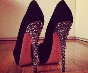 chicas, zapatos, and tacones image