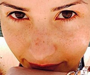 chicas, pecas, and demi lovato image