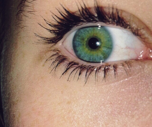 eye, eyeball, and green image