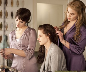 twilight, breaking dawn, and bella image