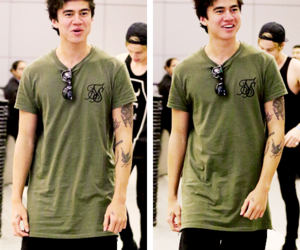calum hood, 5sos, and boy image
