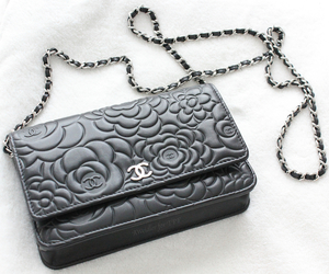 camellia, chanel, and wallet on chain image