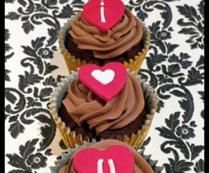 cannaboe cupcakes, love cupcakes, and valentine cupcakes image