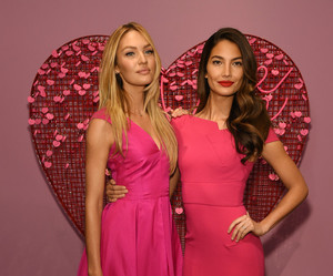 angels, fashion show, and Lily Aldridge image