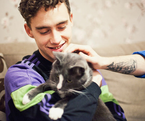olly alexander, cat, and olly image