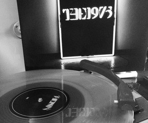 vinyl, ross macdonald, and the 1975 image