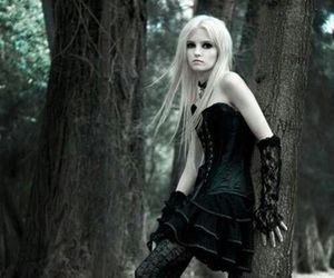 girl, black, and gothic image