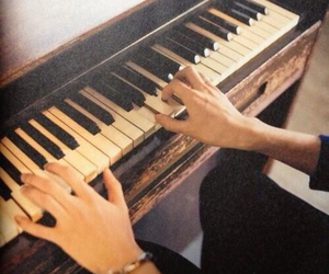 piano, bump of chicken, and 手 image