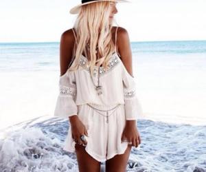 chapeu, vestido, and praia image