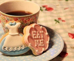 tea, alice in wonderland, and Cookies image