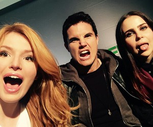 robbie amell, bella thorne, and mae whitman image
