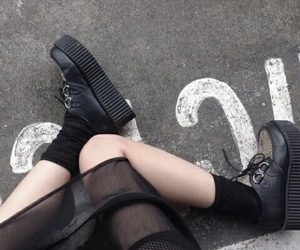 black, grunge, and creepers image