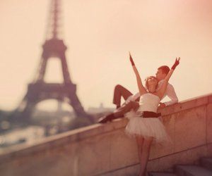 beautiful, couple, and eiffel tower image