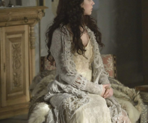 actress, pretty, and reign image