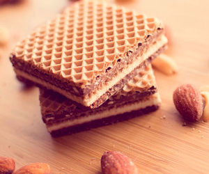 food and wafer image