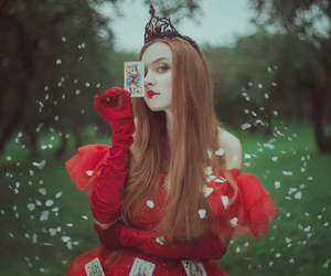 red queen and wonderland image