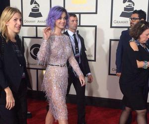 katy perry, grammys, and red carpet image