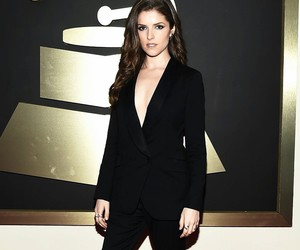 anna kendrick and grammys 2015 image