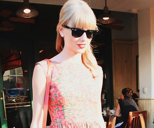 outfit, photo, and Taylor Swift image