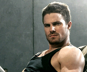 arrow, stephen amell, and oliver queen image