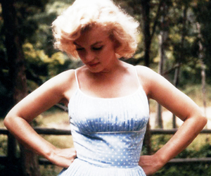 Marilyn Monroe, blonde, and blue image