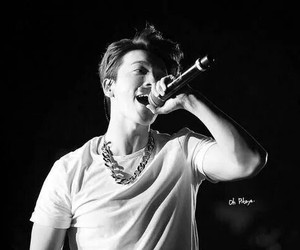donghae, sing, and sexy image
