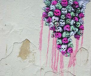 skull and grapes image