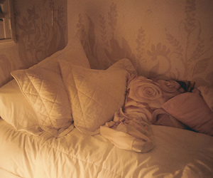 bed and pillows image