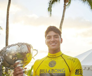 gabriel medina and surf image