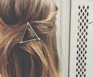 hair, hairstyle, and triangle image