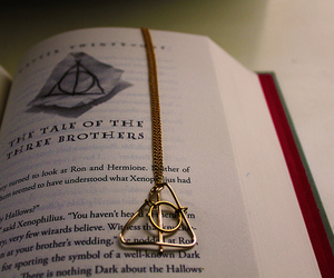 book, harry potter, and dealthy hallows image