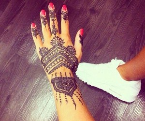 henna and style image