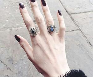grunge, uñas, and anillos image
