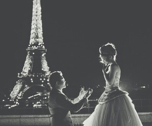 tour eiffel and she request image