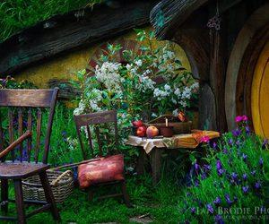 house and hobbiton image