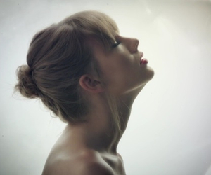 bun, style, and Taylor Swift image