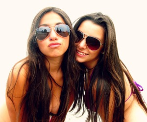 amigas, beach, and best friends image