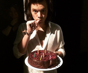 Harry Styles One Direction And Cake Image