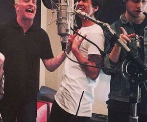 studio, five seconds of summer, and 5 seconds of summer image