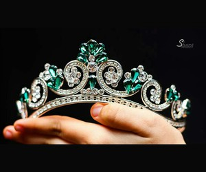 crown, hair accessories, and jewelry image