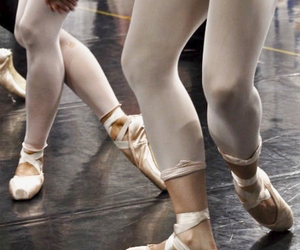 ballet, feet, and pointe shoes image