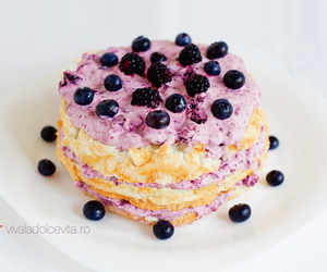 angel food cake, vivaladolcevita.ro, and with berries image