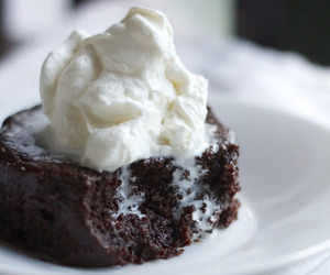 brownie, chocolate, and cream image