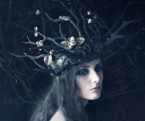 dark and crown image