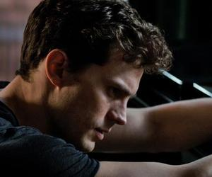 Jamie Dornan, christian grey, and 50 sombras de grey image