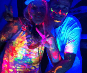 neon and glow paint image