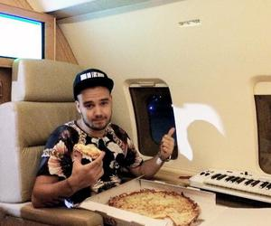 liam payne, one direction, and pizza image