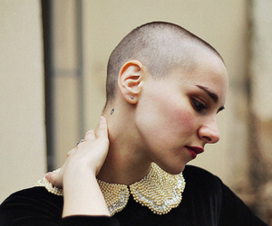shaved head, nipalle, and beauty skull image