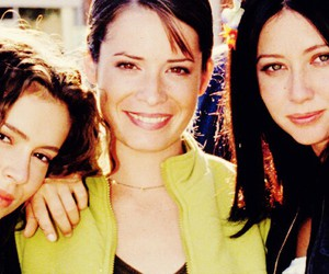Alyssa Milano, charmed, and holly marie combs image