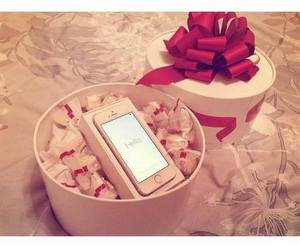 gift and iphone image